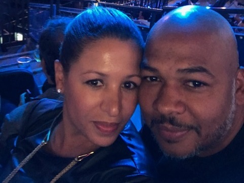 darien dash with wife at a concert